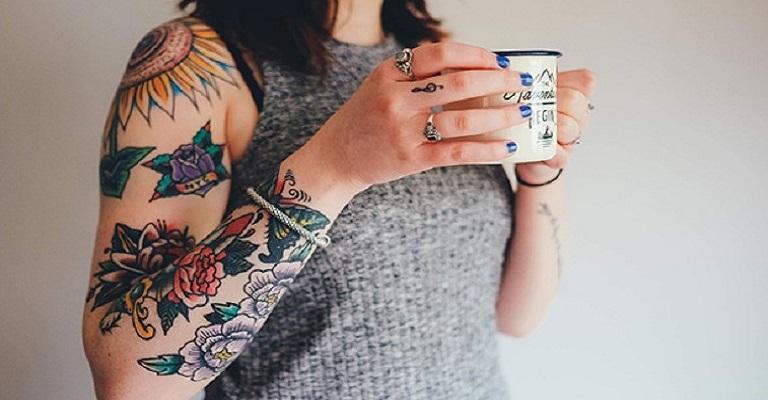 Tatuagem ainda é proibida em muitas empresas