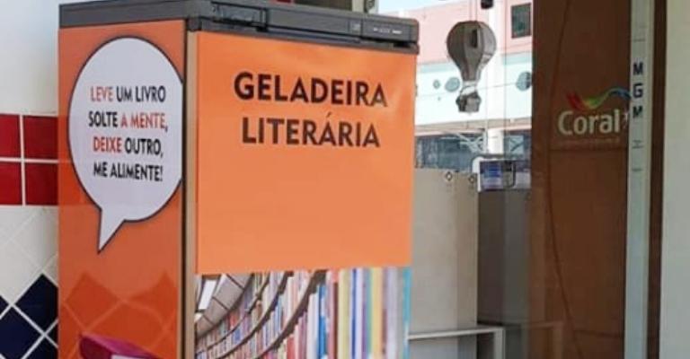 Projeto transforma geladeiras em bibliotecas comunitárias