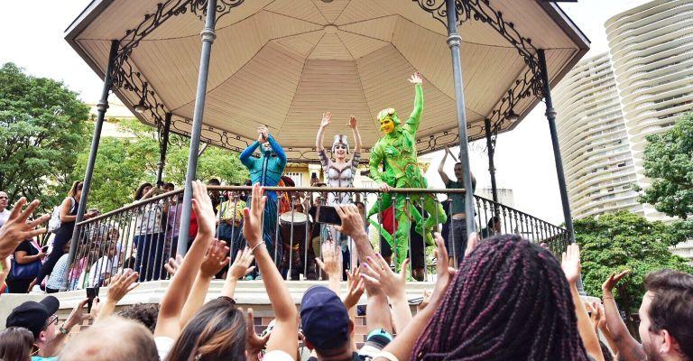 Cirque du Soleil faz intervenção na Praça da Liberdade em BH