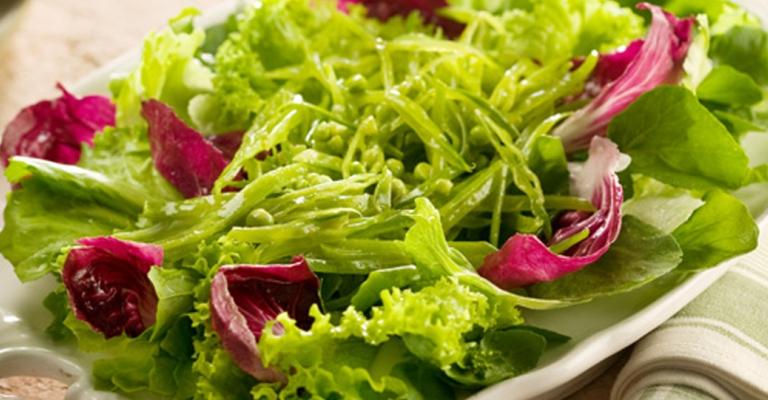 Saladas são boas opções para iniciar uma dieta