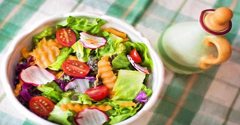 Seguir dieta vegana não é sinônimo de vida saudável
