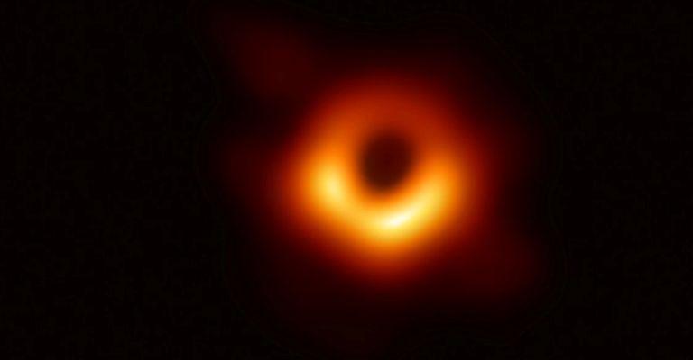 Pesquisadores registram imagens de buraco negro pela 1ª vez