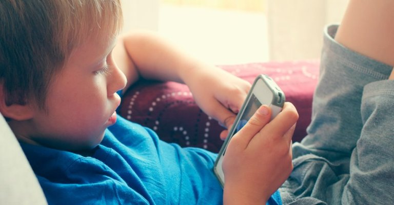 Exposição contínua à tela do computador pode afetar crianças e jovens