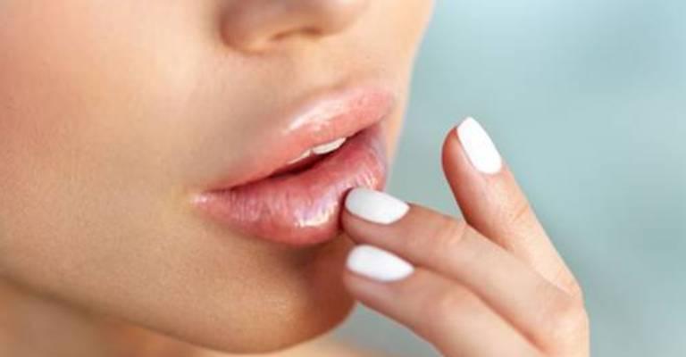 Procedimento promete rejuvenescer os lábios