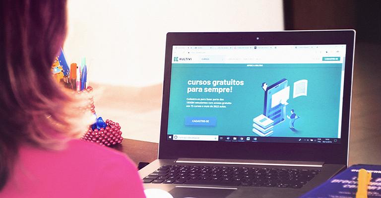 Plataforma gratuita oferece mais de 77 cursos online