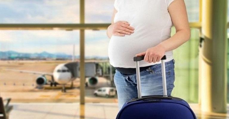 Seguro viagem para gestantes: dicas para futuras mamães com viagem marcada