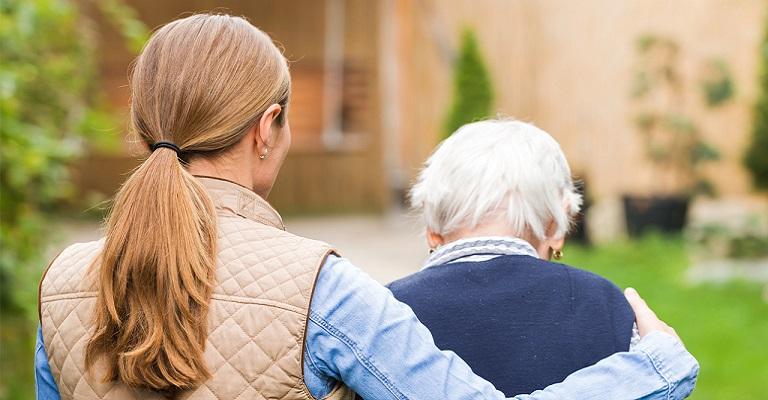 Estudo indica que cuidadores sem formação são vulneráveis