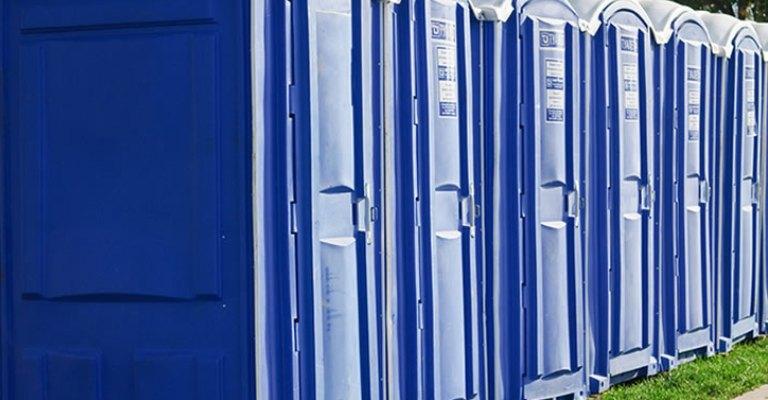 Banheiros químicos adaptados agora são obrigatórios