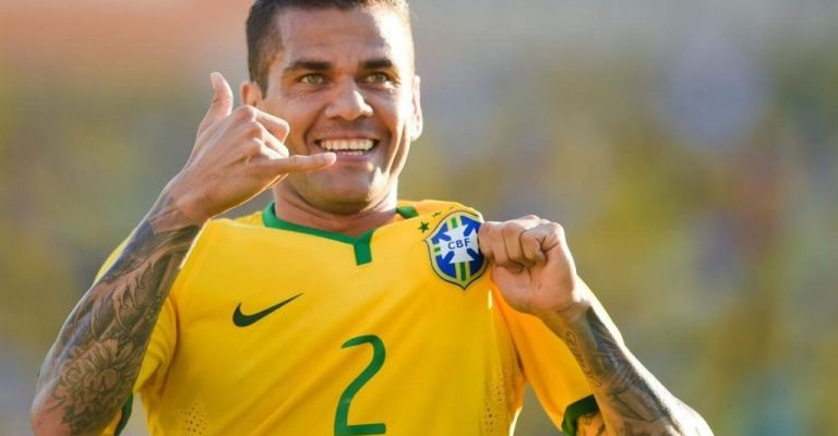 Daniel Alves é o novo capitão da seleção brasileira