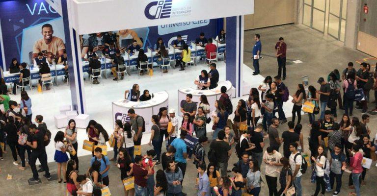 Feira estudantil oferece vagas de estágio, palestras e entretenimento