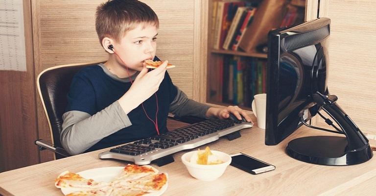 A obesidade infantil e o uso excessivo de telas