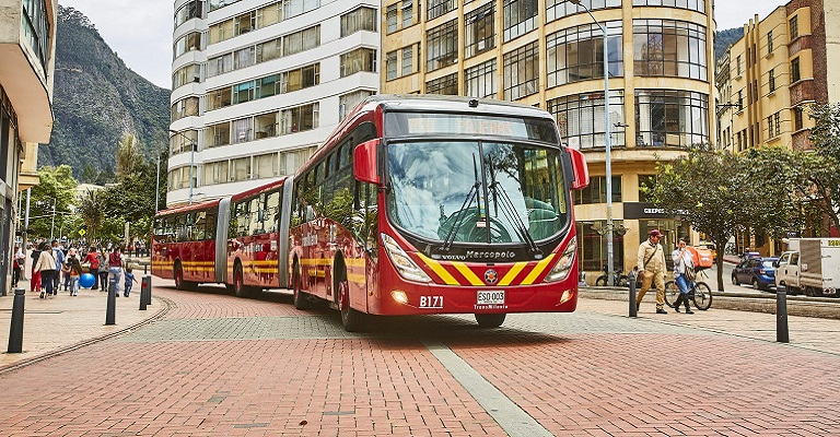 BRT da Colômbia renova frota com ônibus brasileiro