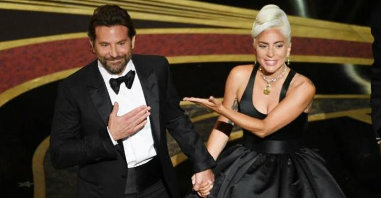 Lady Gaga e Bradley Cooper estão morando juntos, diz revista