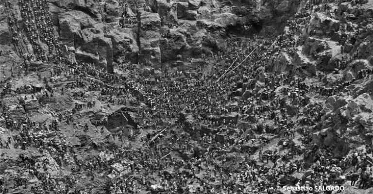 Exposição traz fotos de Serra Pelada feitas por Sebastião Salgado