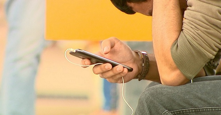 Uso excessivo do celular pode causar vício e problemas psicológicos