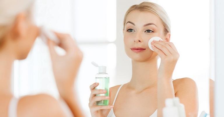 Rotina de cuidados com a pele facial antes de dormir