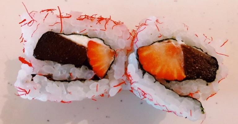 Sobremesa: Uramaki de morango, goiabada e cream cheese