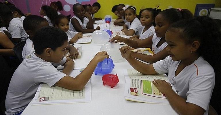Educação Financeira nas escolas aponta impacto até nos pais