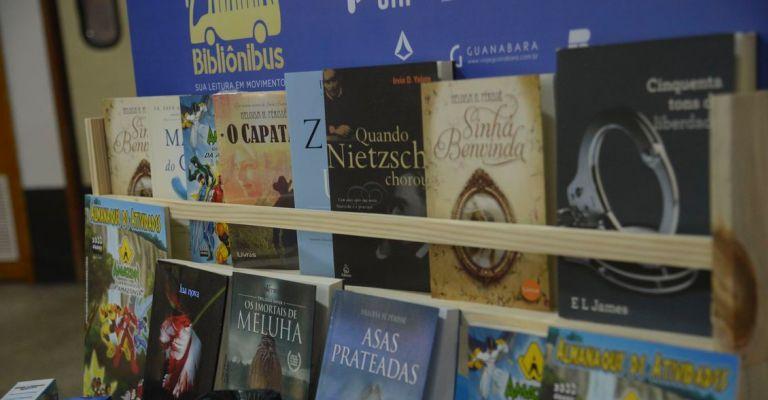 Rodoviárias do país terão bibliotecas com empréstimo grátis de livros