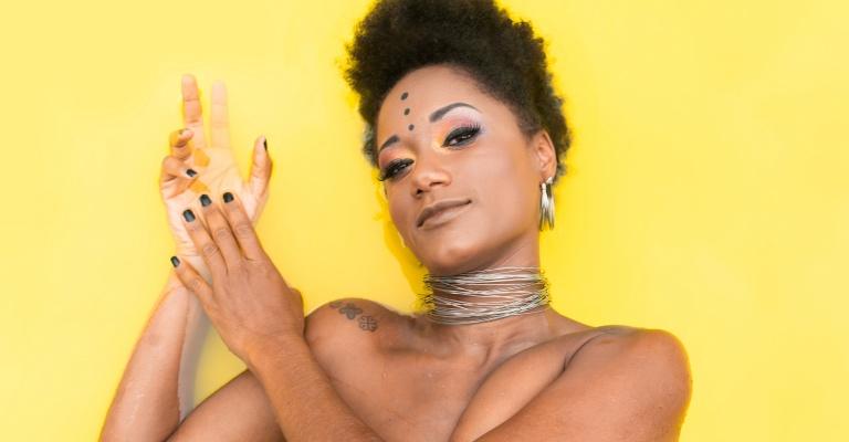 Elisa de Sena apresenta 1º disco no Teatro Francisco Nunes em BH