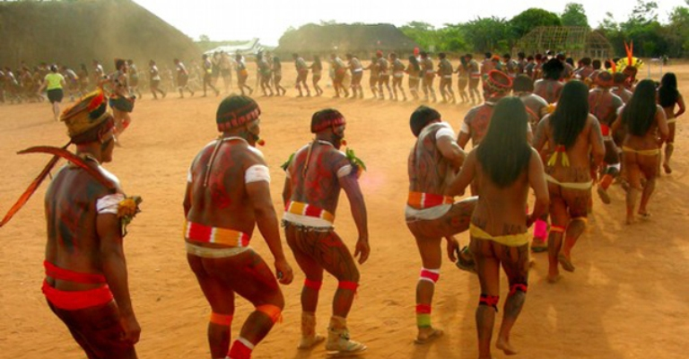 Povos indígenas brasileiros assinam manifesto antigenocídio