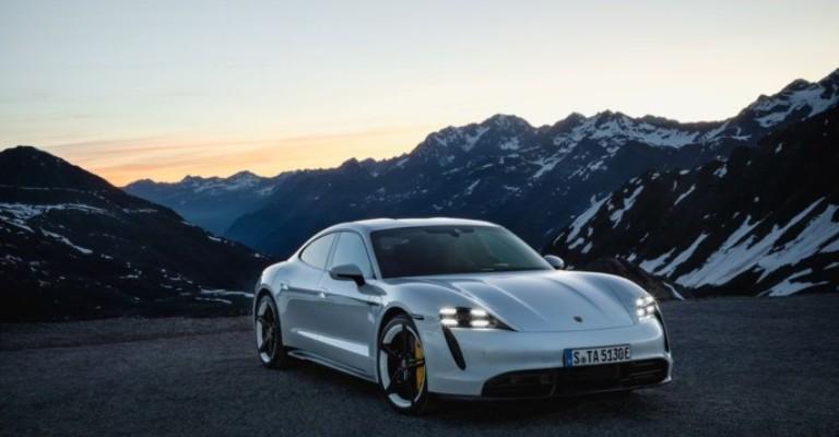 Porsche lança seus primeiros carros elétricos