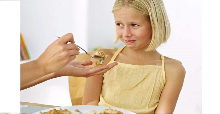 """Seu filho é """"chato"""" para comer? Saiba quando a birra pode ser doença"""