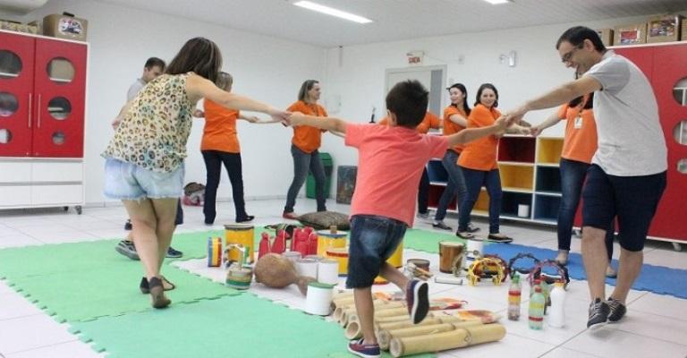 Família e escola: mãos dadas pela educação