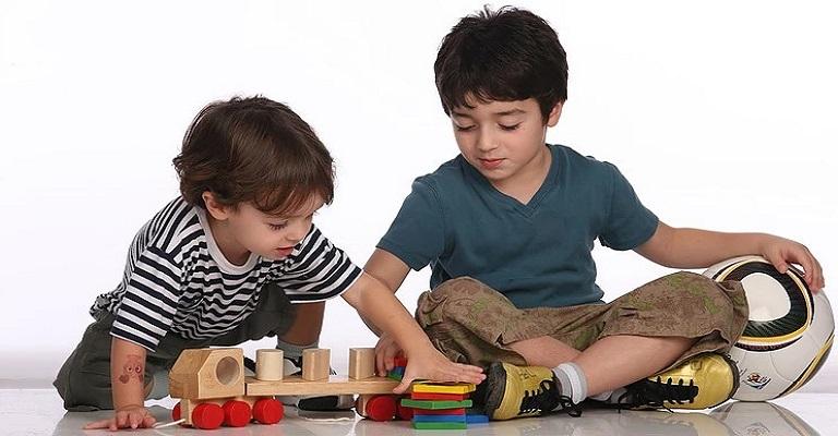 Como estimular o companheirismo e o respeito entre irmãos