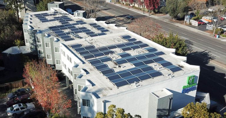 ABIH-MG apresenta projeto de energia fotovoltaica em hotéis
