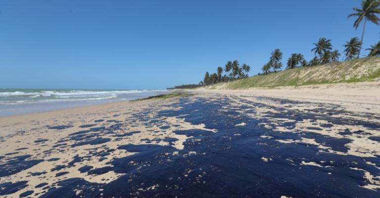 Pescadores afetados por óleo terão parcela extra do seguro-defeso