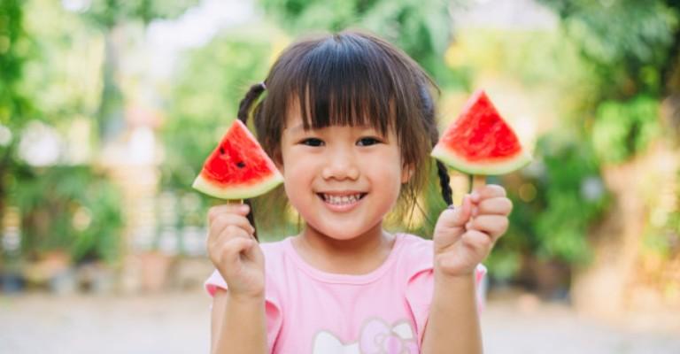Saiba como ter uma alimentação saudável para as crianças