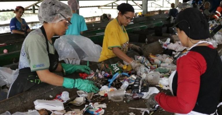 Bolsa Reciclagem beneficia 1,4 mil famílias de catadores em Minas