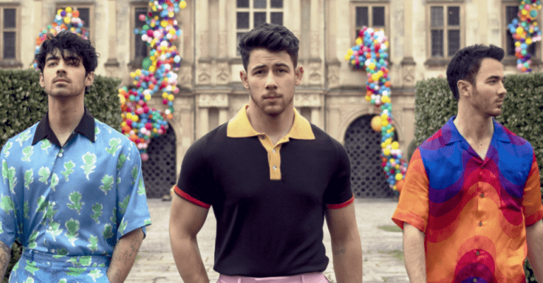 Jonas Brothers anuncia lançamento de single natalino