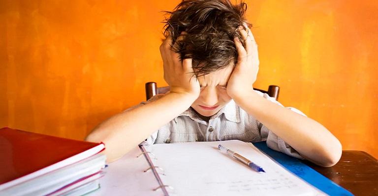 Devemos reter um aluno com atraso no desenvolvimento na mesma série?