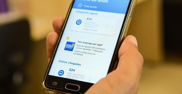 Profissionais que procuram emprego por aplicativos de celular recebem 50% mais contatos de recrutadores