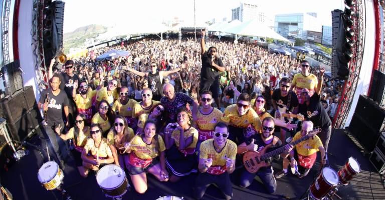 Bartucada mostra a força do carnaval de rua e se apresenta em 12 cidades