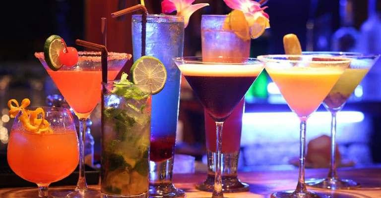 """Japão testa """"bartender"""" robô em """"pub"""" em Tóquio"""