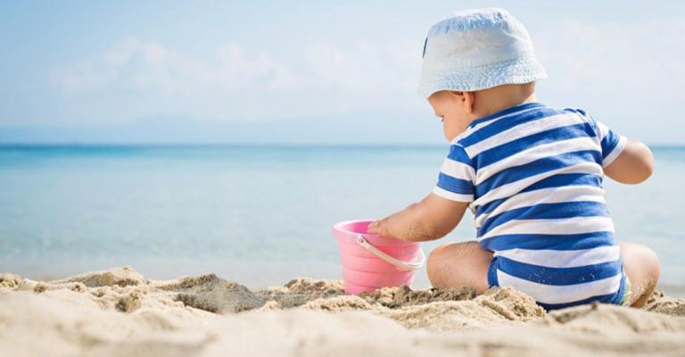 Bebê na praia: os cuidados necessários para um passeio tranquilo