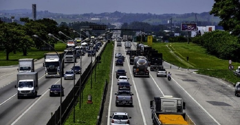 Circulação de veículos em rodovias cresce 3,72% em agosto