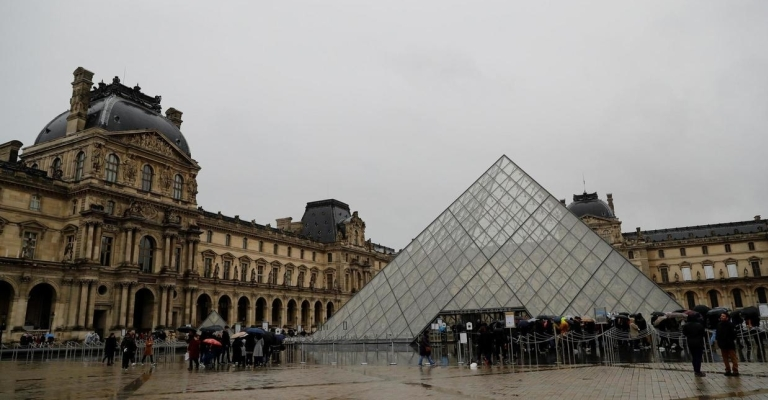 Museu do Louvre fechapor causa do coronavírus