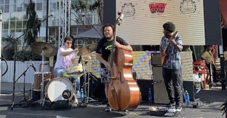 Pedro Callloni lança single 'grunge' com banda de jazz de Los Angeles