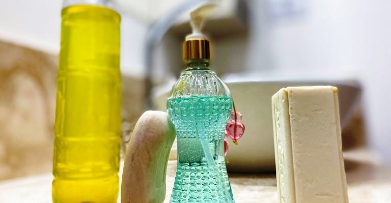 Sabão, sabonete ou detergente: com qual devo lavar as mãos?