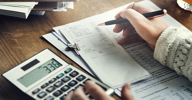 Isolamento social leva famílias a repensar despesas em casa