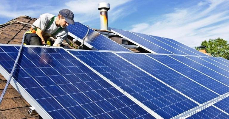 Brasil atinge 300 mil unidades consumidoras de energia solar nos telhados