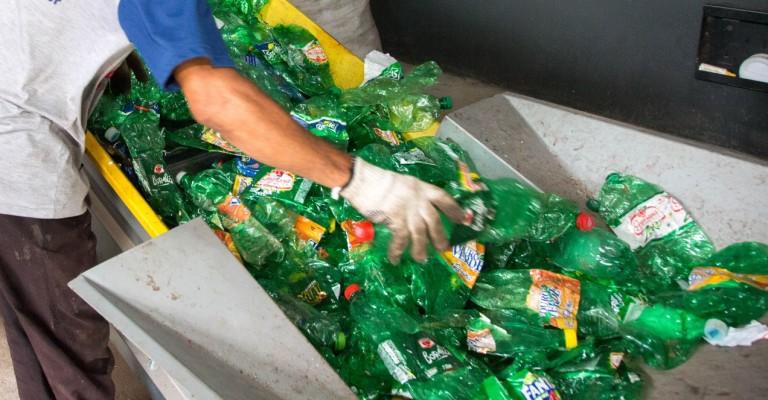 Empresas se unem para ampliar apoio aos catadores de materiais recicláveis