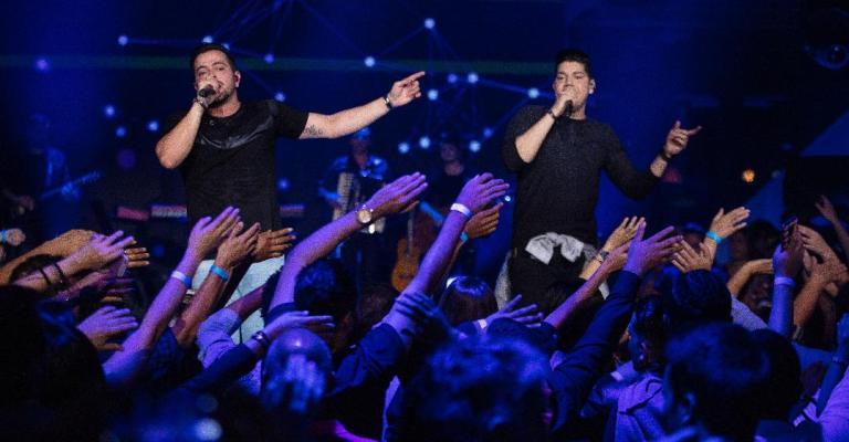 Henrique e Diego lançam quatro músicas novas em live inédita
