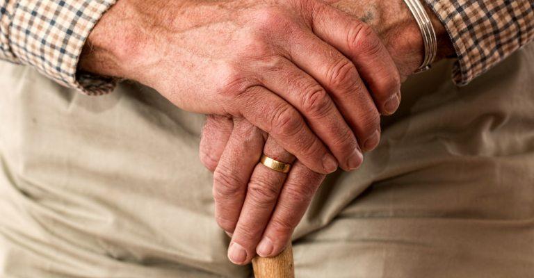 Idosos não podem ter nível de estresse alto durante isolamento social