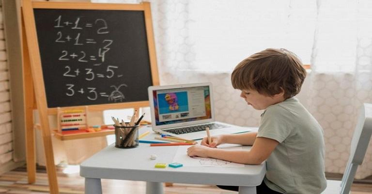 Ensino à distância para crianças em debate durante a pandemia