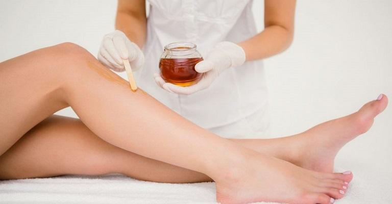 Cinco dicas para evitar manchas na pele após a depilação